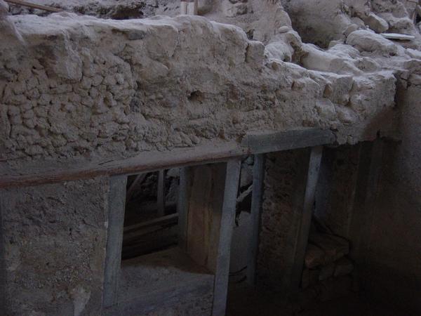 santorini akrotiri archaeological village